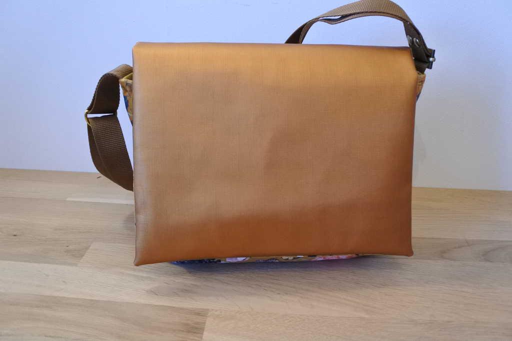Voorzijde van de tas